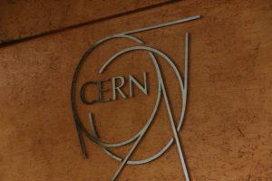 ジュネーブにある素粒子研究施設CERNの無料見学ツアーに参加してみた@スイス【海外観光情報】