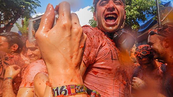 熱狂のトマト祭り(トマティーナ)!参加方法とお祭りまでの準備をどこよりも詳しく!@スペイン【海外観光情報】