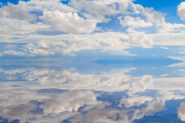ウユニ塩湖の鏡張り